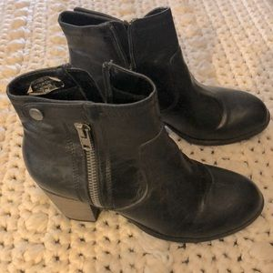 Short black zipper boots